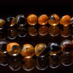 Фасетирана гривна от слънчев камък ахат от miteviminerals на черен фон